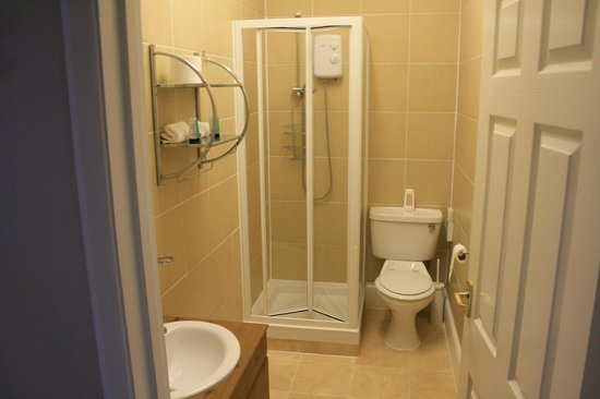 Atholl Court Guest House: Ensuite Shower Room - room 8