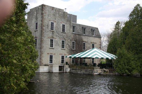 Millcroft Inn Restaurant: View from across the lake