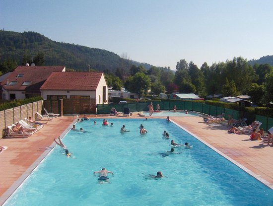 Camping des Lacs: piscine de plein air chauffée du camping*** des lacs
