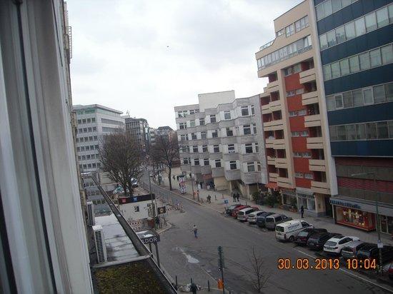 SORAT Hotel Ambassador Berlin: Blick Richtung U-Bahn Station Wittenbergplatz