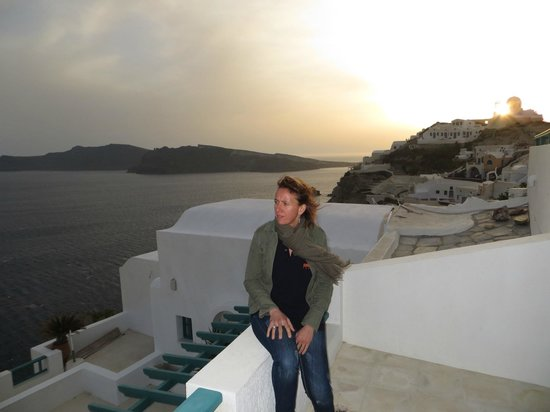 Strogili Traditional Houses: sunset at Oia : vue de notre terrasse