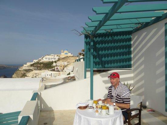 Strogili Traditional Houses : petit dejeuner en terrasse