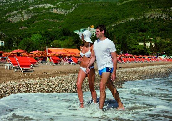 Queen of Montenegro: Walking by the beach