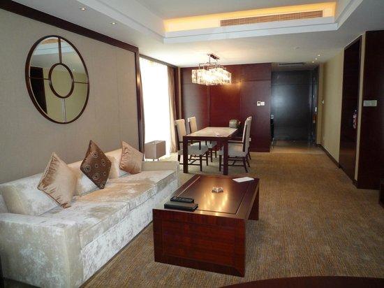 Sheraton Shanghai Hongkou Hotel: living room