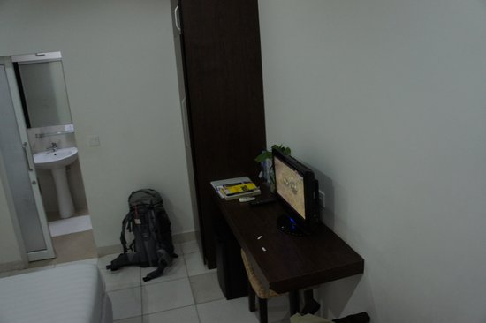 Omana Hotel: Another view of the room