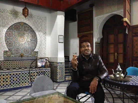 Dar el Yasmine: Mahammed the owner with a glass of tee