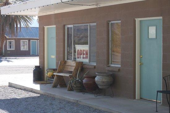 Shoshone Inn: Shoshone, charming motel