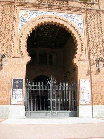 Resultado de imagen de puertas de la plaza de toros de madrid