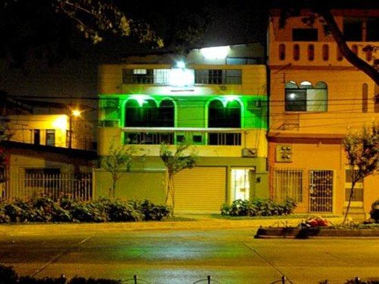 Hostal Guayaquil: Vista Nocturna