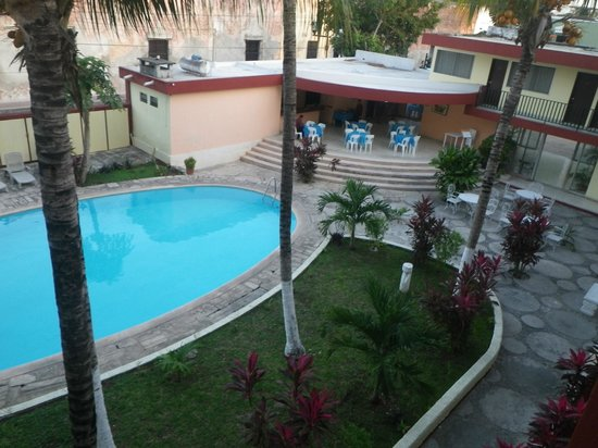 Don Luis: Pool and sitting area