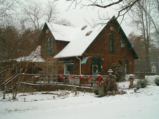 Ebenezer House B&B : House in winter