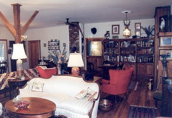 Ebenezer House B&B: Great Room/ Library