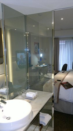 Chateau de Chine Hotel Kaohsiung : Electronic blind off