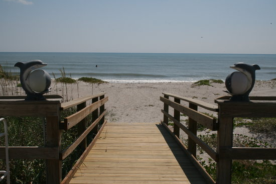 Surf Studio Beach Resort : Your beach and ocean awaits