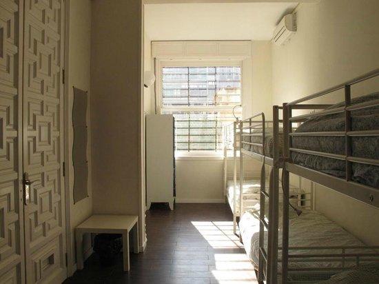 360 Hostel Barcelona: 6 bed dorm