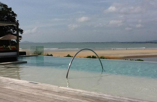 Club Med Cherating Beach: Beach pool, quiet and naturally ventilated
