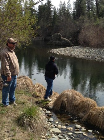 Trinity River Adventure Inn River Lodging: Father Son time