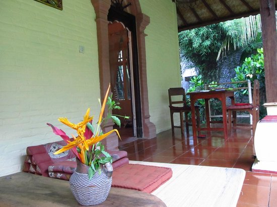 Balila Beach Resort: Front porch of the Orange room