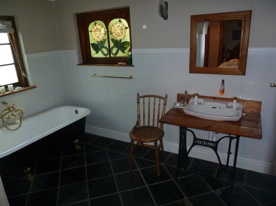 The Old Trading Post: Bathroom