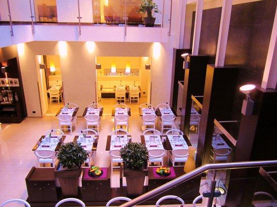 โรงแรมเบสท์เวสเทิร์นพรีเมียร์ปาลาเมนท์: Зал для завтрака, очень уютный
