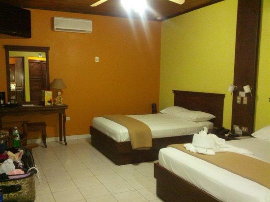 Volcano Lodge & Springs : interior de habitación doble