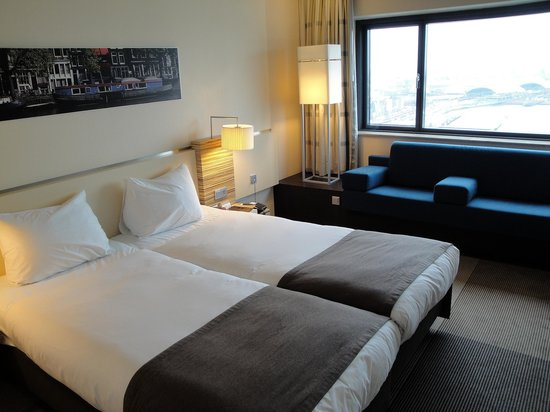 Movenpick Hotel Amsterdam City Centre: a standard double room