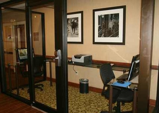 Hampton Inn Houston/Humble-Airport Area: Business Center with Free High-Speed Internet