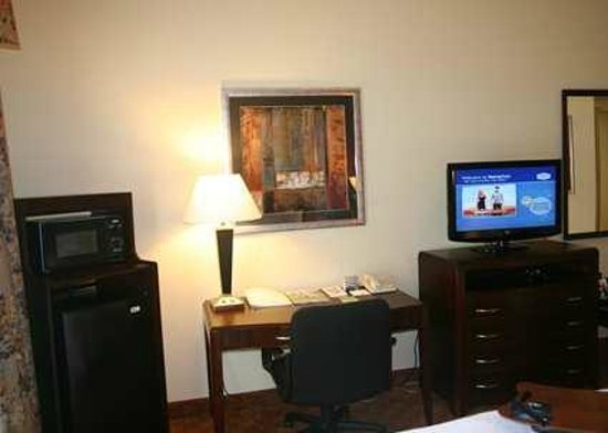 Hampton Inn Houston/Humble-Airport Area: Every Hotel Room has a Flat Screen TV, Microwave, and Fridge