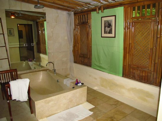 The Mansion Resort Hotel & Spa: Bathroom in Almond Wood room