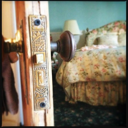 Sully Mansion Bed and Breakfast : #5 Carrollton Room