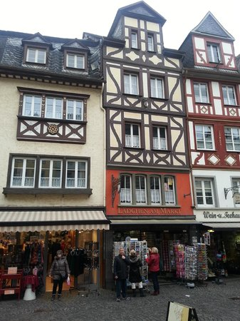 Hotel Lohspeicher & Restaurant L'Auberge Du Vin : Cochem style of buildings