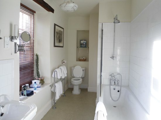 The Moonraker: Room 17's bathroom