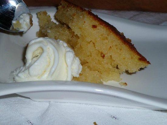 Tasmahzen Restaurant: Cake and ice cream!