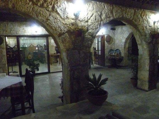 Tasmahzen Restaurant: Restaurant indoors