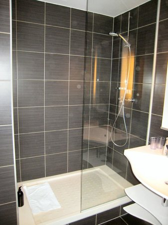 Adagio Vienna City: Huge shower