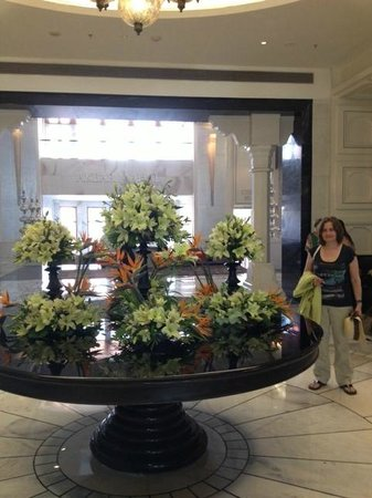 ITC Mughal, Agra: Beautiful flowers in reception.