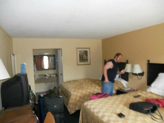Rodeway Inn near Florida Mall: Our room