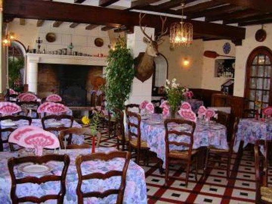 Hostel du Roy: une des salle de restaurant