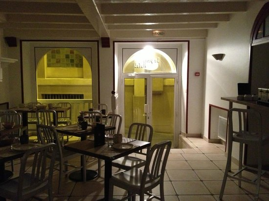 Le Petit Hotel : Entrada-comedor