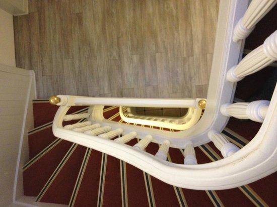 Le Petit Hotel : Escalera