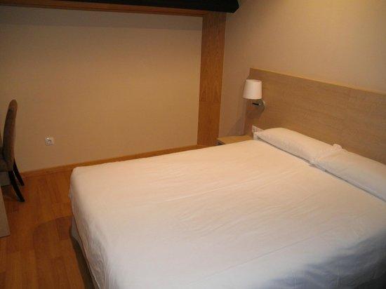 Hotel Mesón de Erosa: Habitación, sencilla, pero limpia