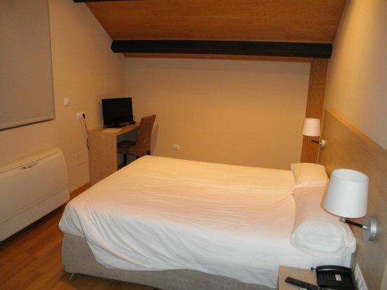 Hotel Meson de Erosa : Habitación (buhardilla)