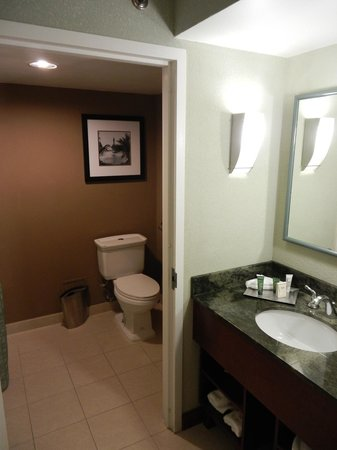 HYATT house Fort Lauderdale Airport & Cruise Port : Bathrooms were very accommodating