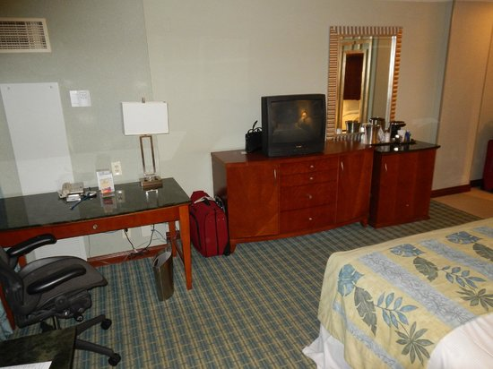 HYATT house Fort Lauderdale Airport & Cruise Port : Desk and TV area