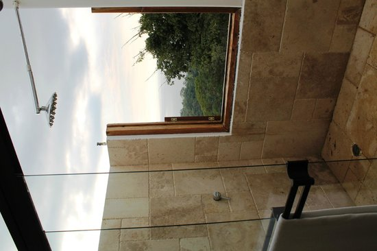 Hotel Manga Rosa: open sky bathroom
