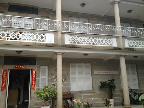 7th Posthouse: Hotel Entrance is like a traditional house