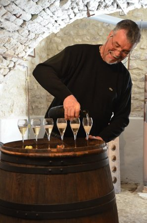 Champagne Route (Route Touristique du Champagne): Monsieur Gobance and his Champagne tasting