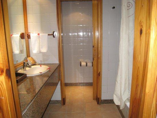 Natura Park Beach - EcoResort & Spa: Chambre de bain