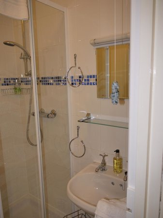 Gable Lodge Guest House: All our bathrooms are tastefully decorated