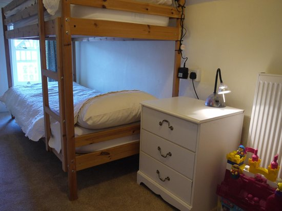 Gable Lodge Guest House: Room 5's bunk room